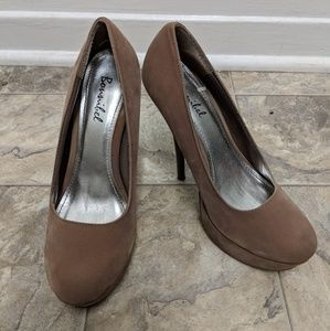 6 inch tan pumps